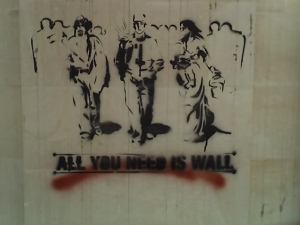 """all you need is wall\"" (Lecce, Via di Valesio, Anonimo)"